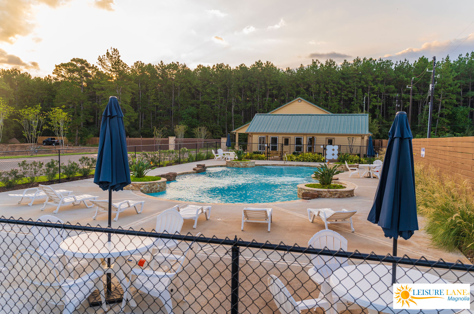 Leisure-Lane-Magnolia-RV-Park-Pool-Lounge